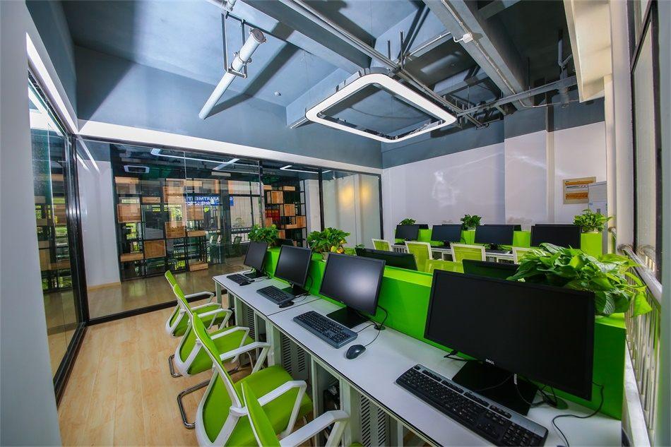 创客中心全新升级的教室