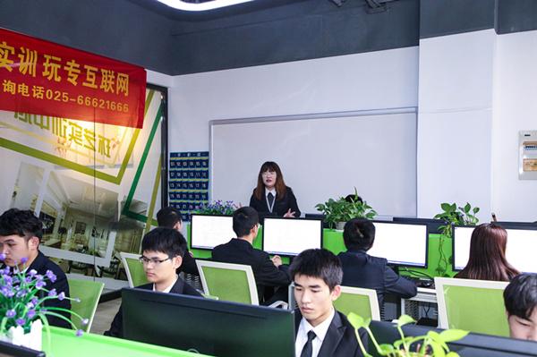 """热烈祝贺南京新华""""青春风采,梦想起航"""" VR智能家居施工方案大赛成功举办"""