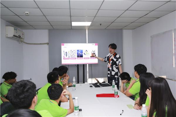 """年轻就来""""竞""""——新华学子互联网企业体验之旅"""