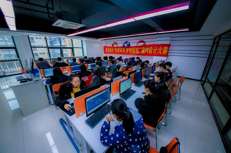你看!他们代表学校去参加全国互联网职业技能大赛了耶!
