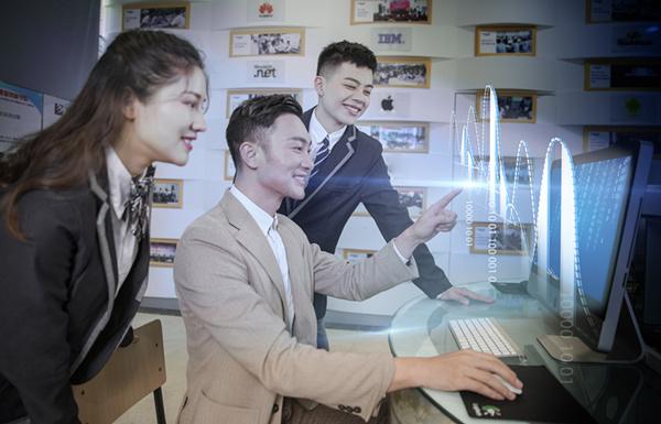 初中毕业学WEB前端开发专业前景如何?