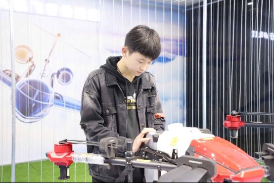 【媒体关注】国家发布16个新职业—无人机智能应用看新华