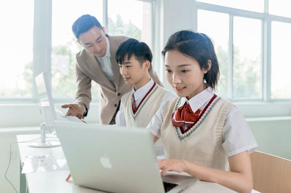 初高中毕业的女孩子学什么技术好?