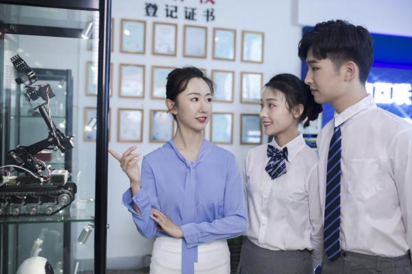 新华电脑学校用爱与责任诠释职业教育的匠心