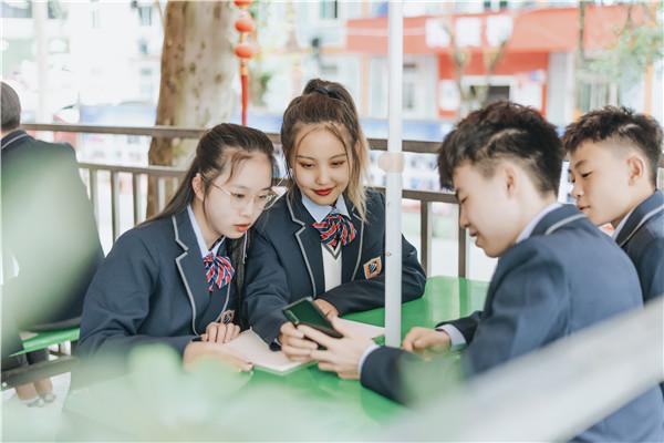 小孩儿初三了学习成绩不理想,是上普高还是上职中学一门技术?