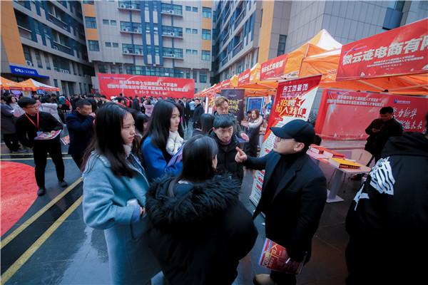 """南京新华学费揭秘:你的""""钱""""都花到哪里去了?"""