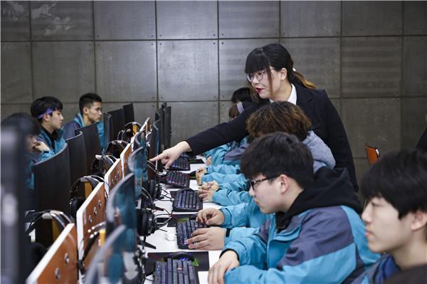 新华互联网科技以产促教,培养新领人才