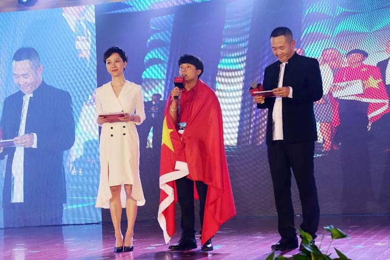 聚焦两会   新华互联网+教育助力乡村振兴!
