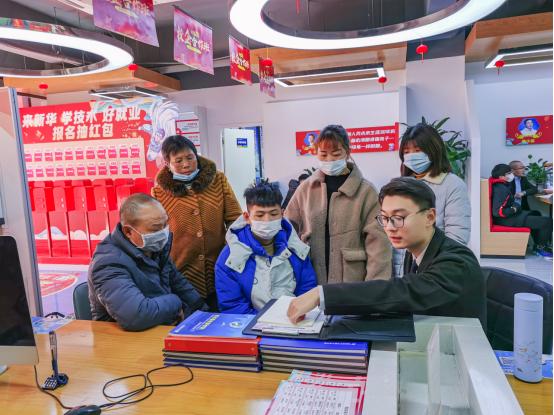 南京新华电脑专修学院330校园专场咨询日活动成功举办!