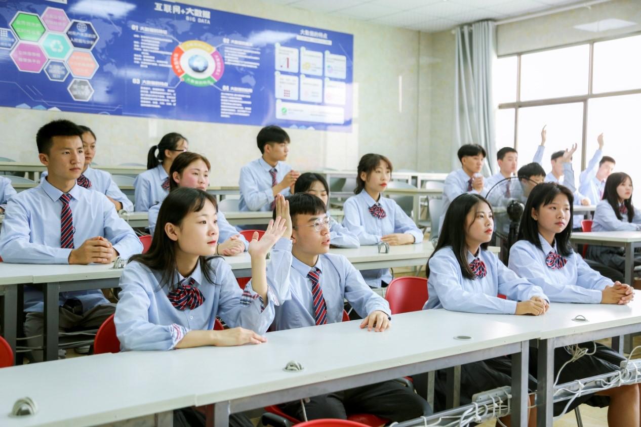 初中毕业能上职业学校吗?