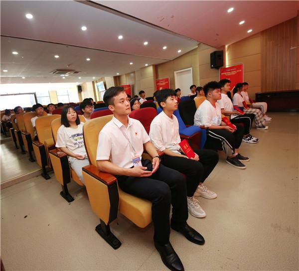 南京新华《企业大咖进校园》活动圆满举行!