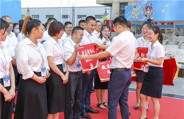 爱与责任,立德树人丨南京新华与你一起致敬教师节