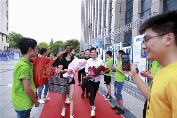 """""""追梦青春·感恩新华""""—杰出校友母校行之电商直播分享会"""