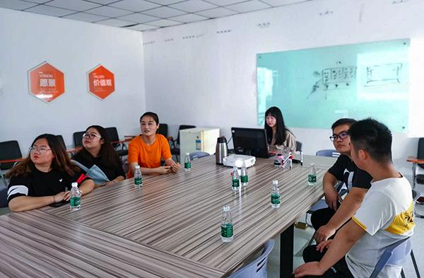 未来有方向 南京新华毕业班进企业参观学习