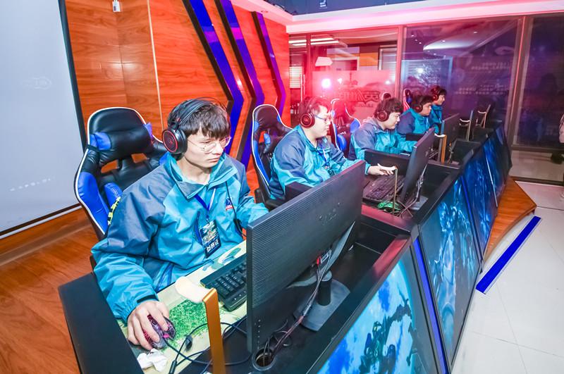 南京X-MAKER电竞学校一年学费多少?