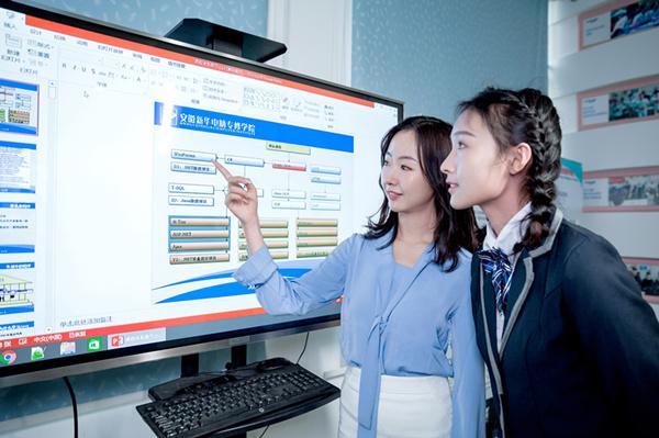 初中毕业,女生适合学计算机吗?