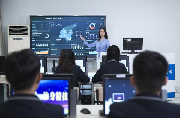 【媒体关注】中国东方教育加强校企联合 奏响职业教育发展强音