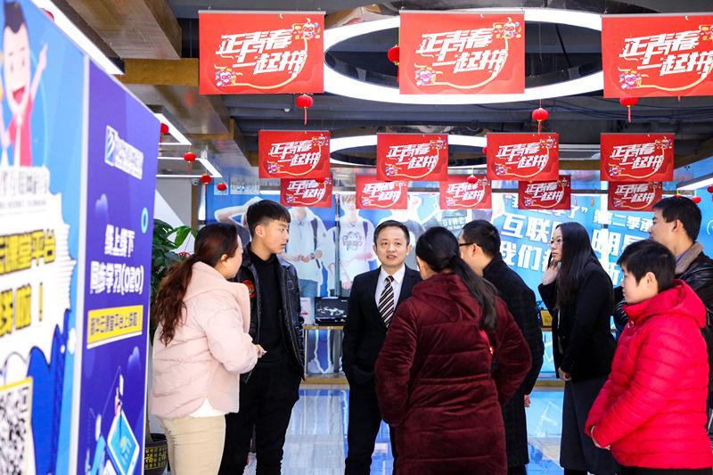 直击现场!南京新华春季开学迎来首个报名高峰