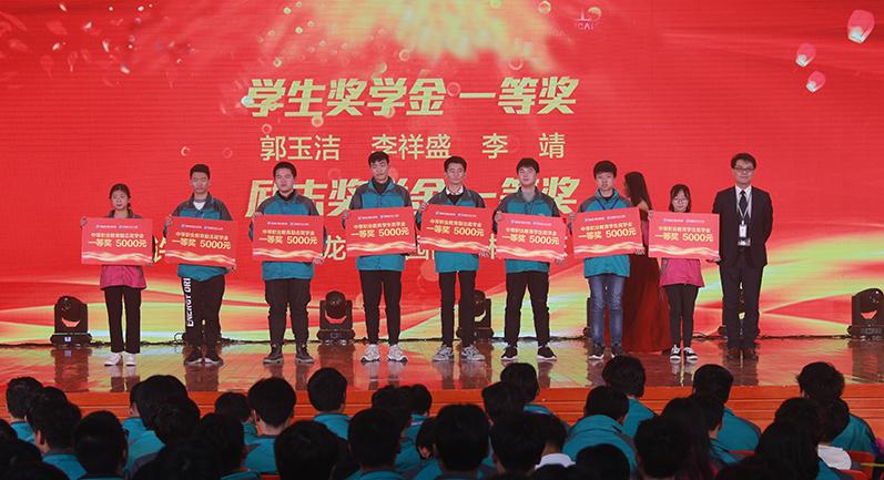 【职教新闻网报道】新华电脑教育:教育资助有政策,欢欢喜喜把学上