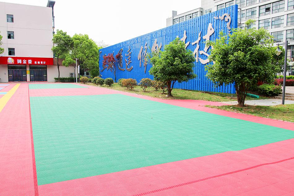 学院篮球场,活动区