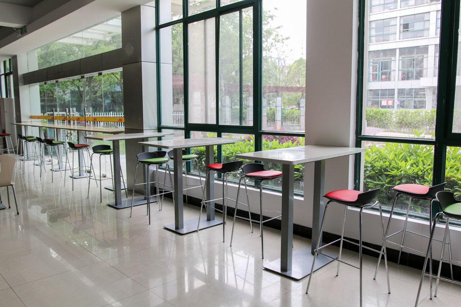 学院食堂内景
