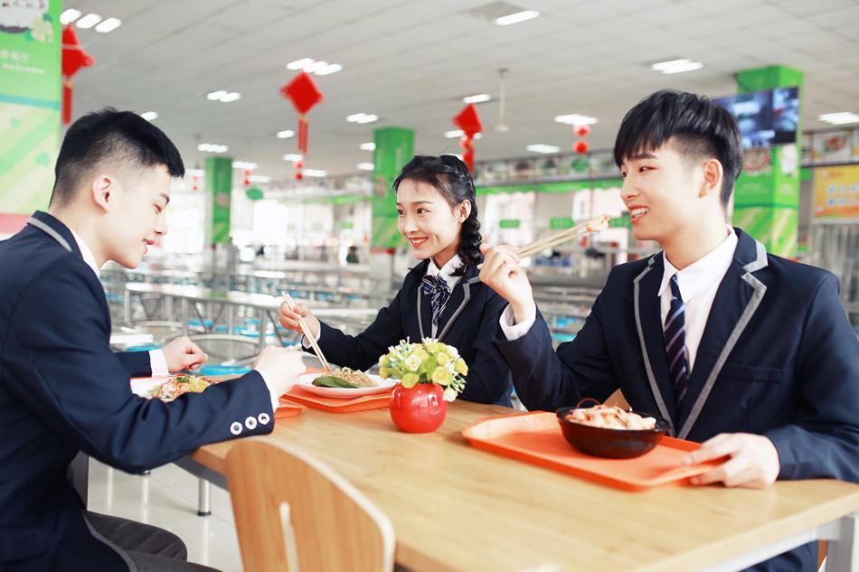 同学们和老师合照