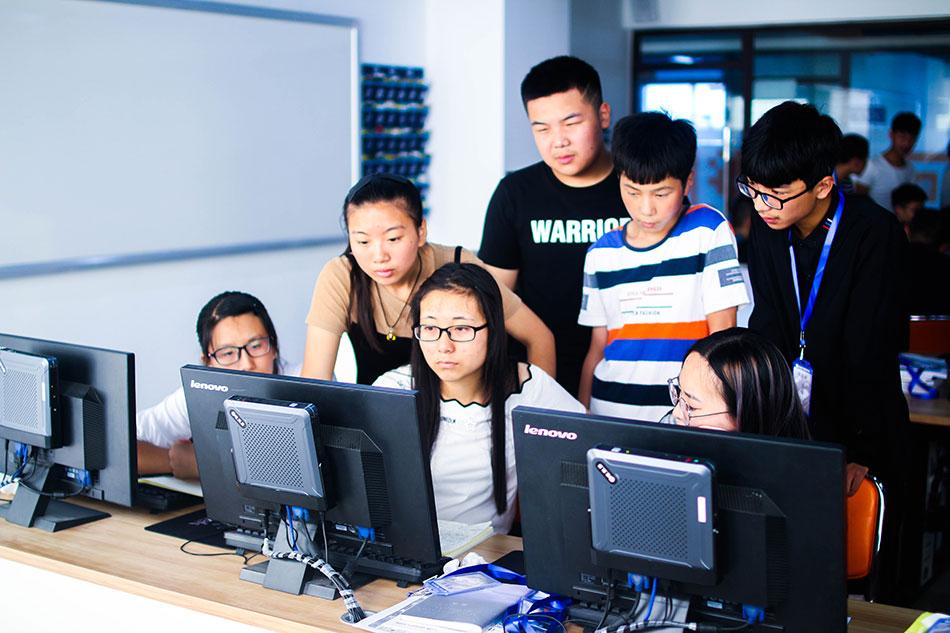 同学们课后探讨课上所讲的内容