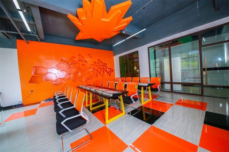 创客中心内酷炫的新教室