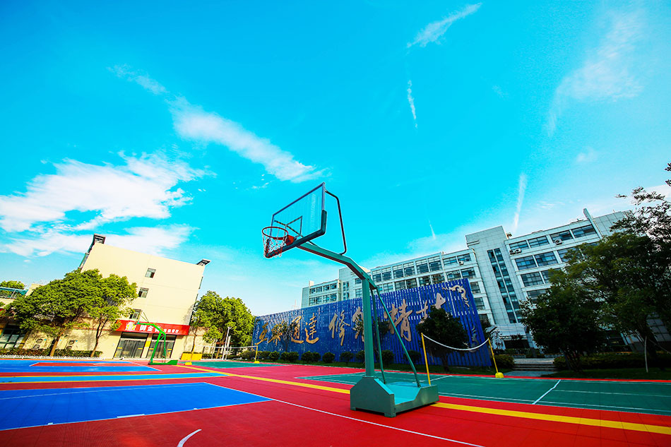 学院内篮球场