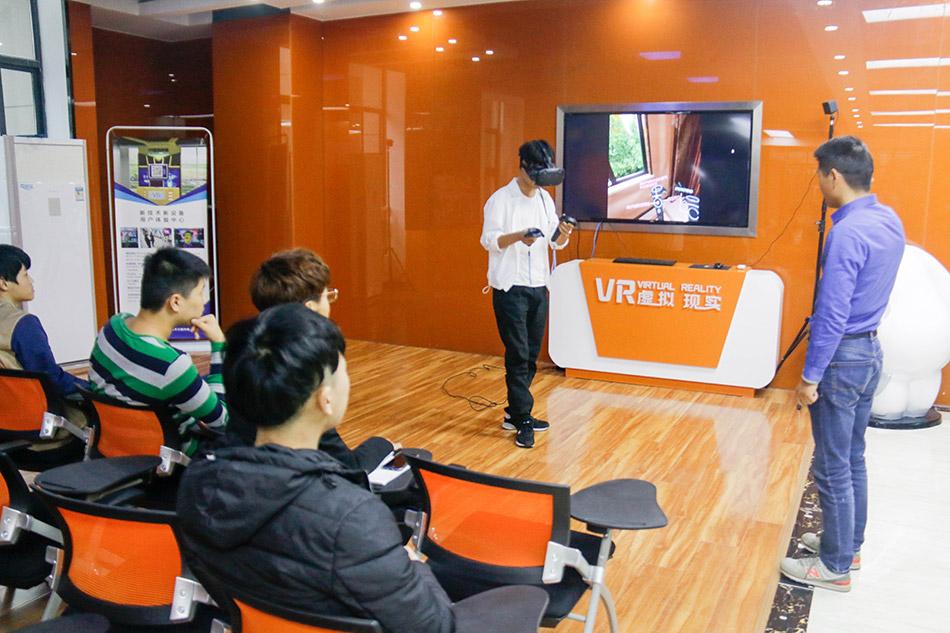 学生体验VR